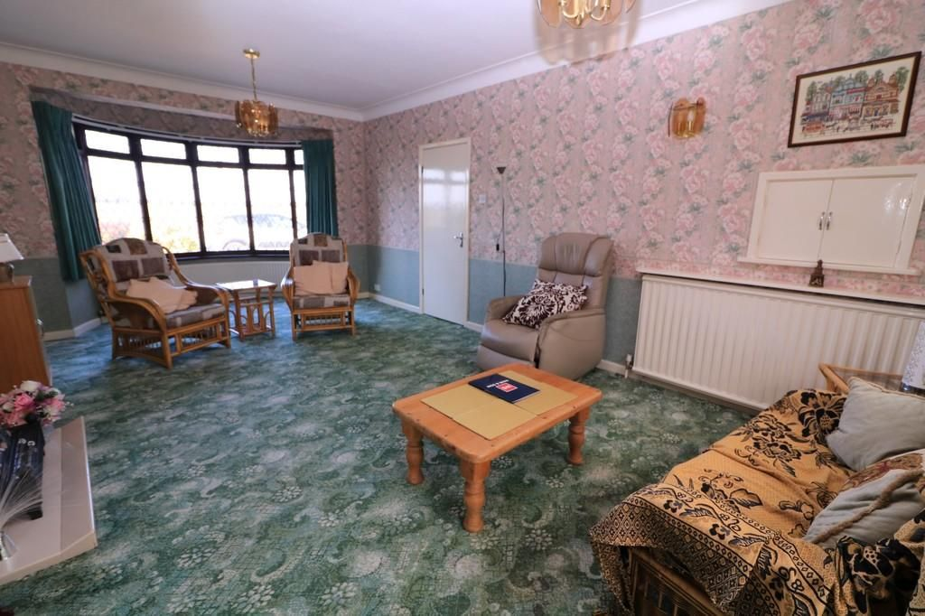 3 Bedroom Detached Bungalow for sale in Southend On Sea, Little Wakering Road
