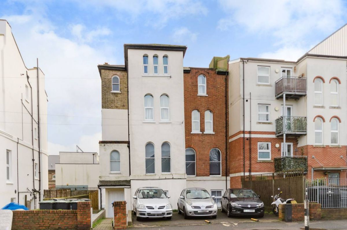 3 Bedroom Flat to rent in South Norwood, Cargreen Road