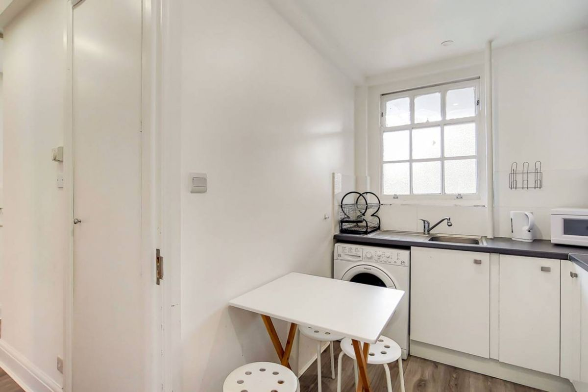 2 Bedroom Flat for sale in Holloway, Warlters Road