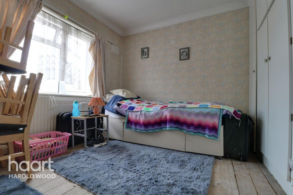 2 Bedroom Terraced for sale in Romford, St Neots Road
