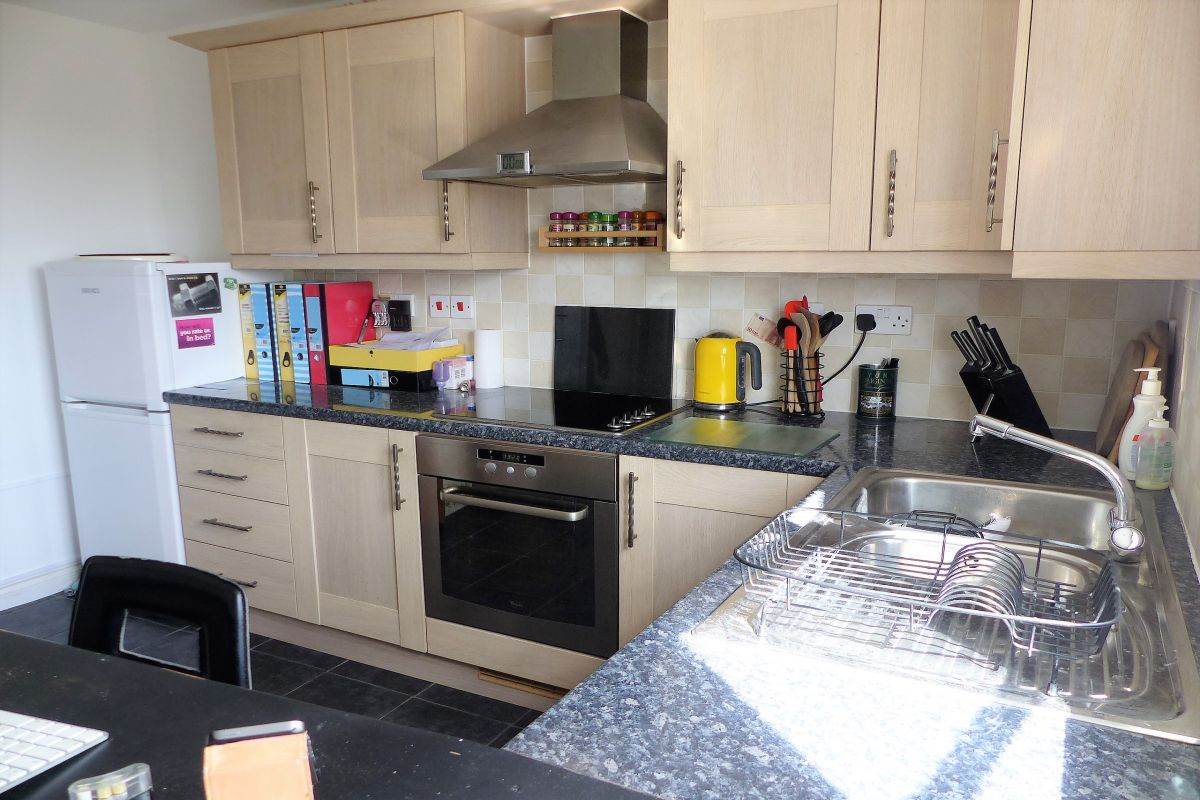 2 Bedroom Flat for sale in Daventry, Farnborough Drive