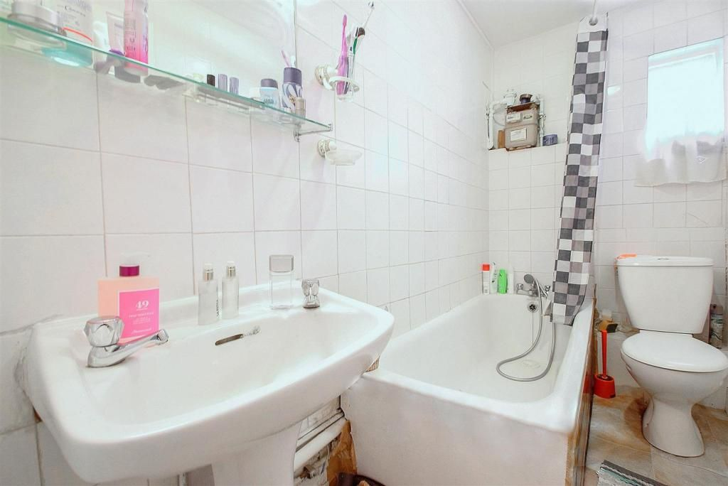 1 Bedroom Flat to rent in Clapton, Goulton Road