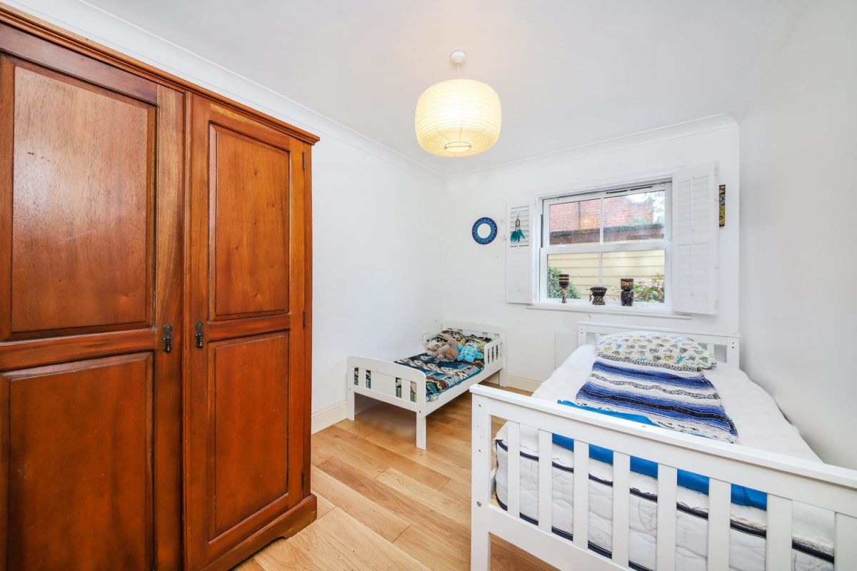 3 Bedroom Flat for sale in Dulwich, Martell Road