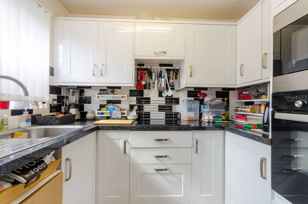 2 Bedroom Flat for sale in Croydon, Epsom Road