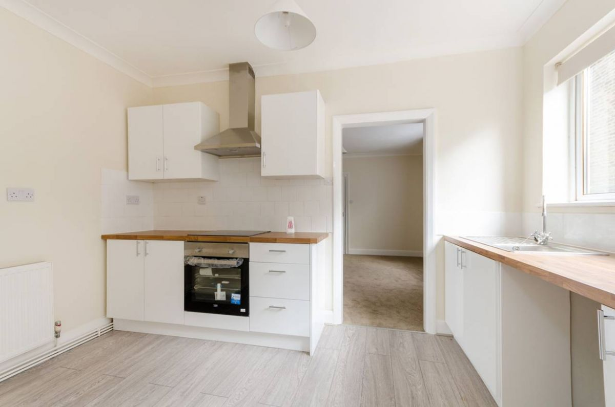 2 Bedroom Flat for sale in Kingston Upon Thames, Church Road