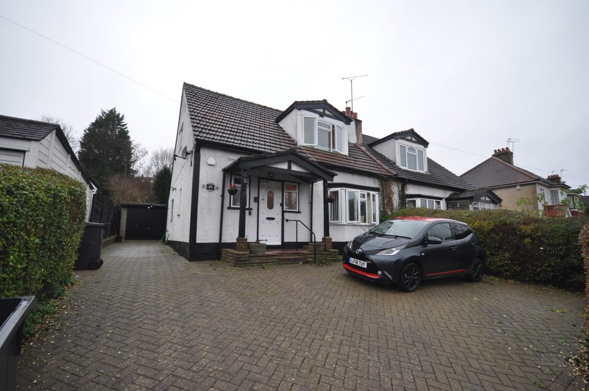 3 Bedroom Chalet to rent in Purley, Old Lodge Lane