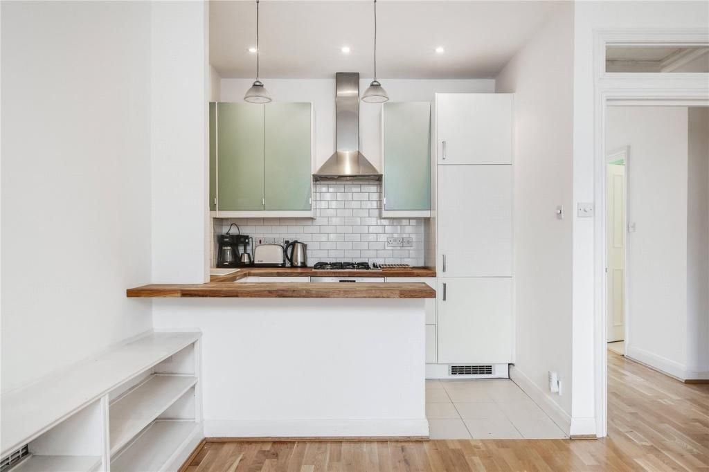 2 Bedroom Apartment to rent in Roseville, Brondesbury Road