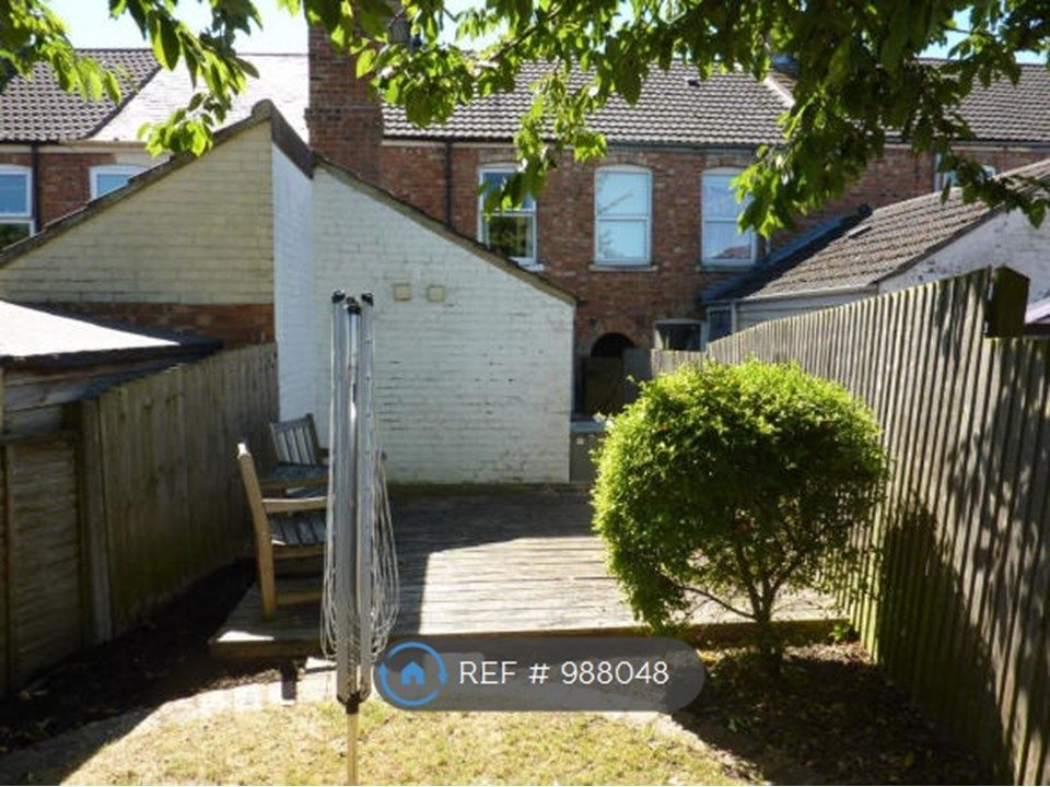 3 Bedroom Terraced to rent in Bourne, Austerby