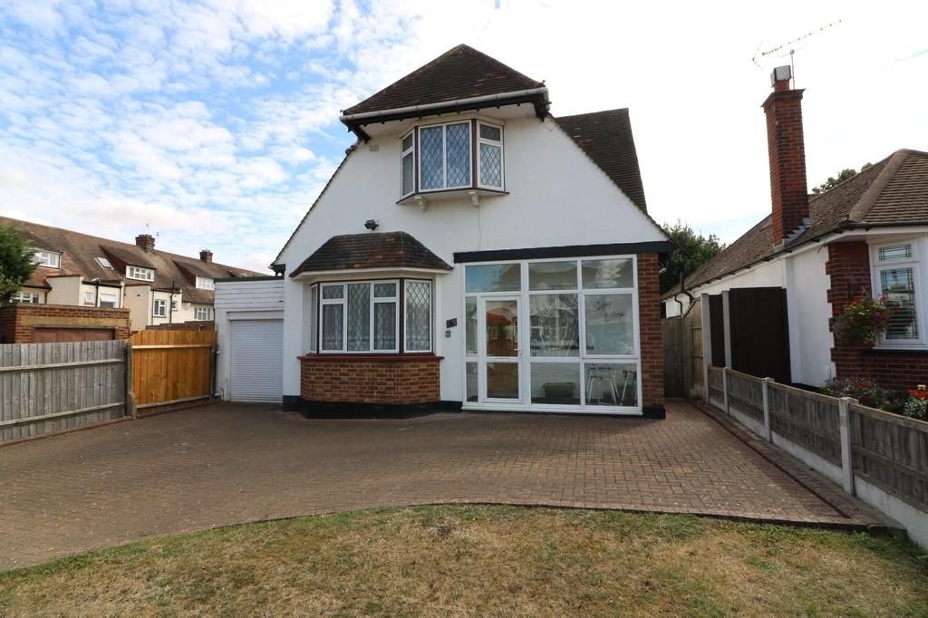 3 Bedroom Detached for sale in Westcliff On Sea, Winsford Gardens