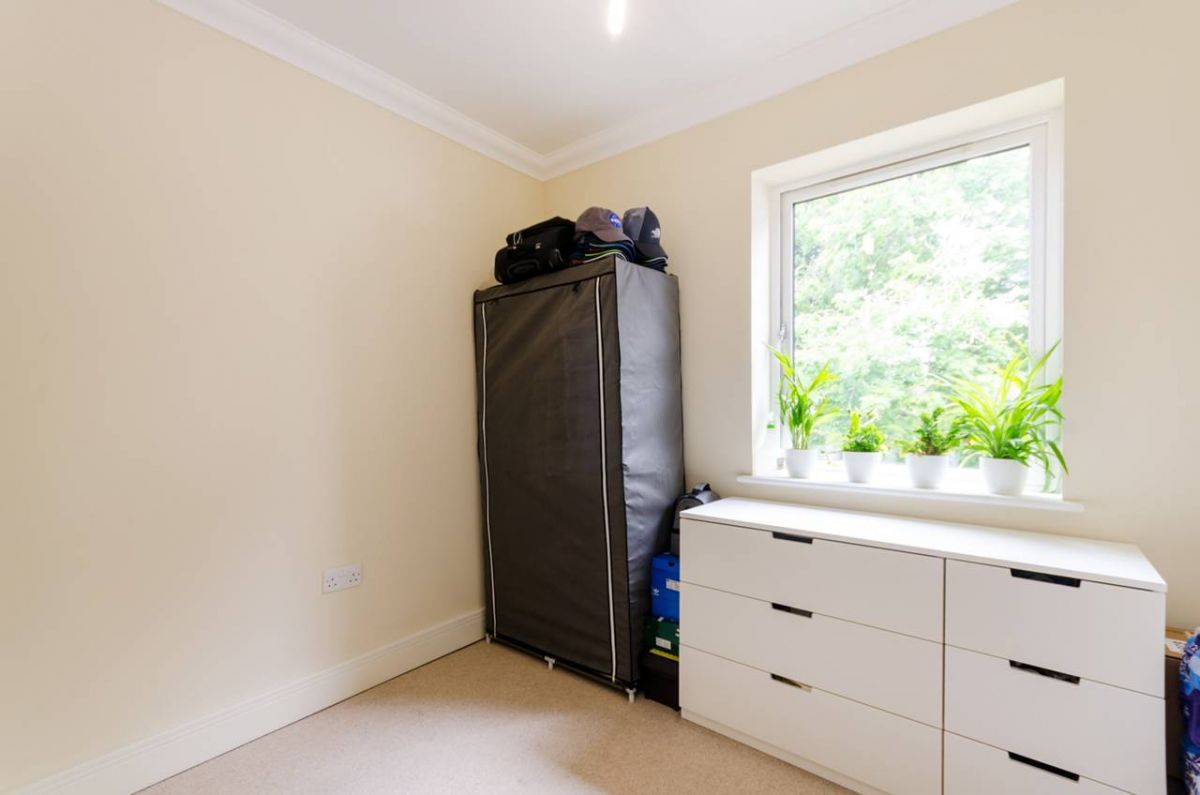 2 Bedroom Flat for sale in Sutton, West Street