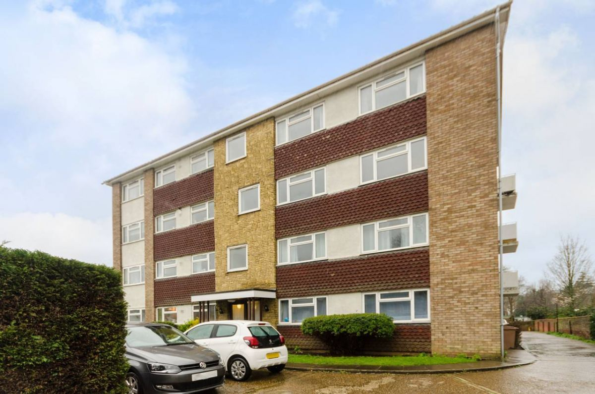 2 Bedroom Flat for sale in Surbiton, Ewell Road