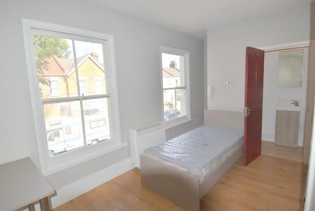 Studio to rent in Seven Sisters, Tynemouth Rd