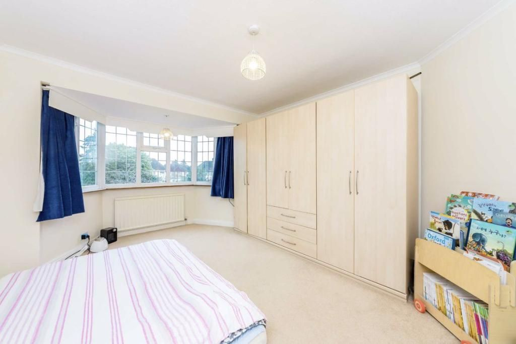 4 Bedroom Detached to rent in Kingston Upon Thames, Dickerage Road