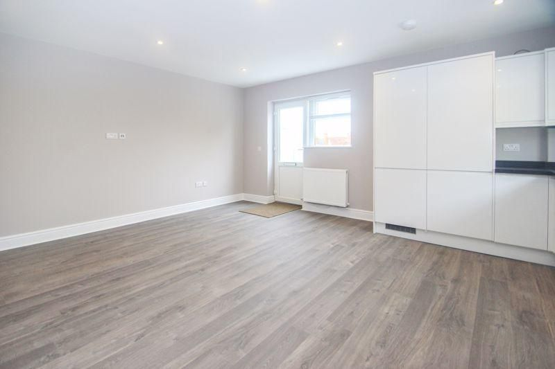 2 Bedroom Flat to rent in Tadworth, The Street
