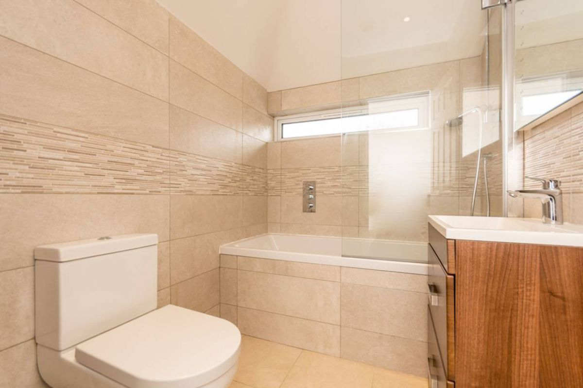 2 Bedroom Flat to rent in Guildford, MADRID ROAD