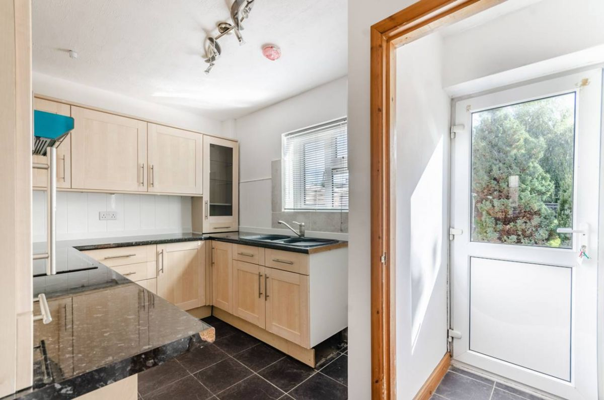 3 Bedroom Semi-Detached for sale in Guildford, Cypress Road