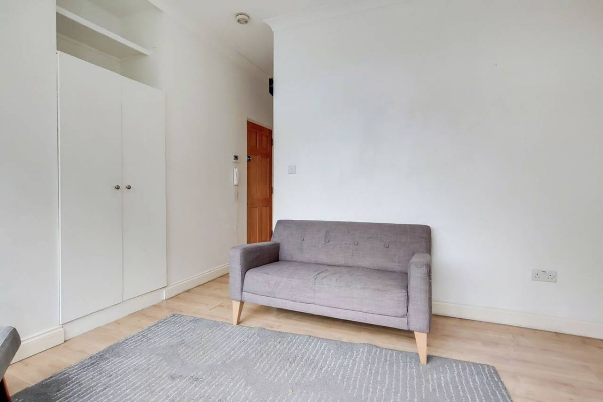 1 Bedroom Flat for sale in South Norwood, Albert Road