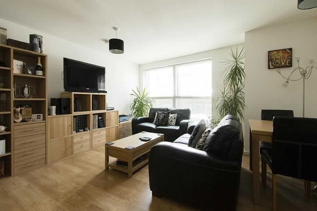 2 Bedroom Flat to rent in Clapton, Powell Road