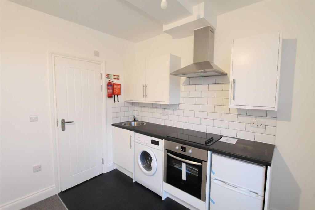 Studio to rent in Eltham, Westmount Road