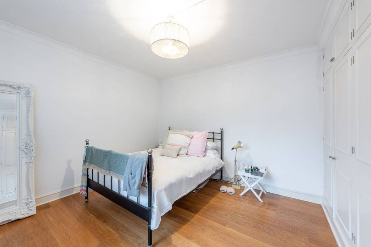 2 Bedroom Flat to rent in Chelsea, Beaufort Gardens
