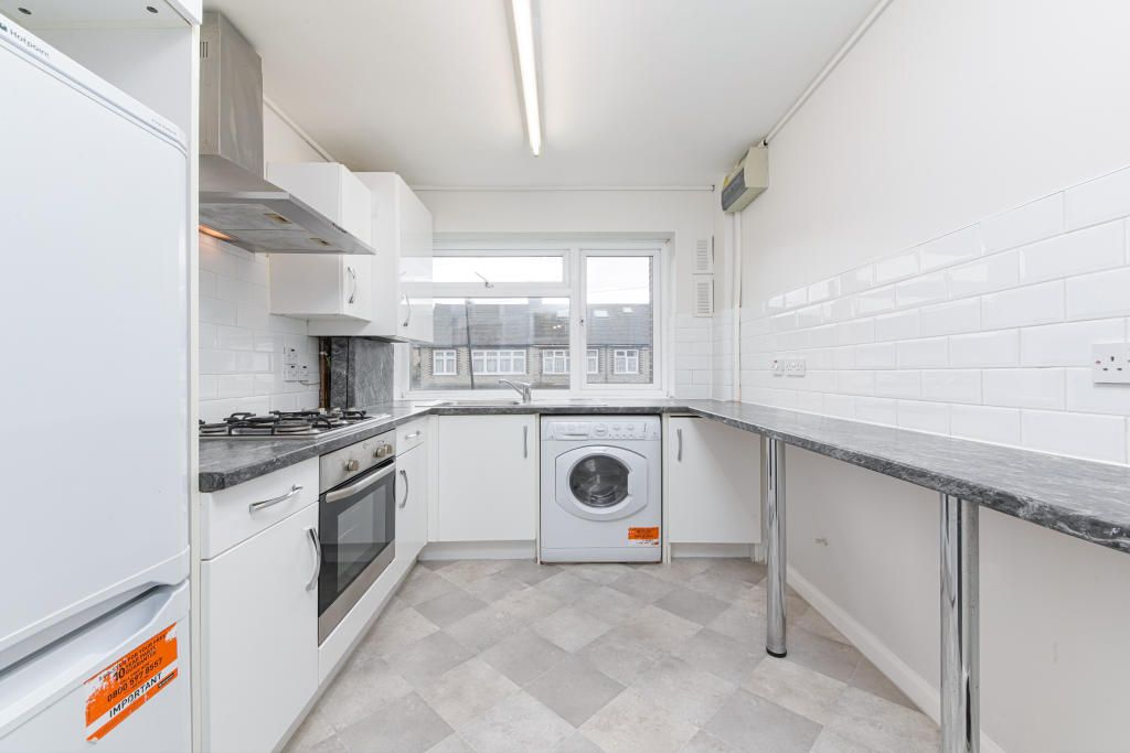 2 Bedroom Apartment to rent in Walthamstow, Thorpe Hall Road