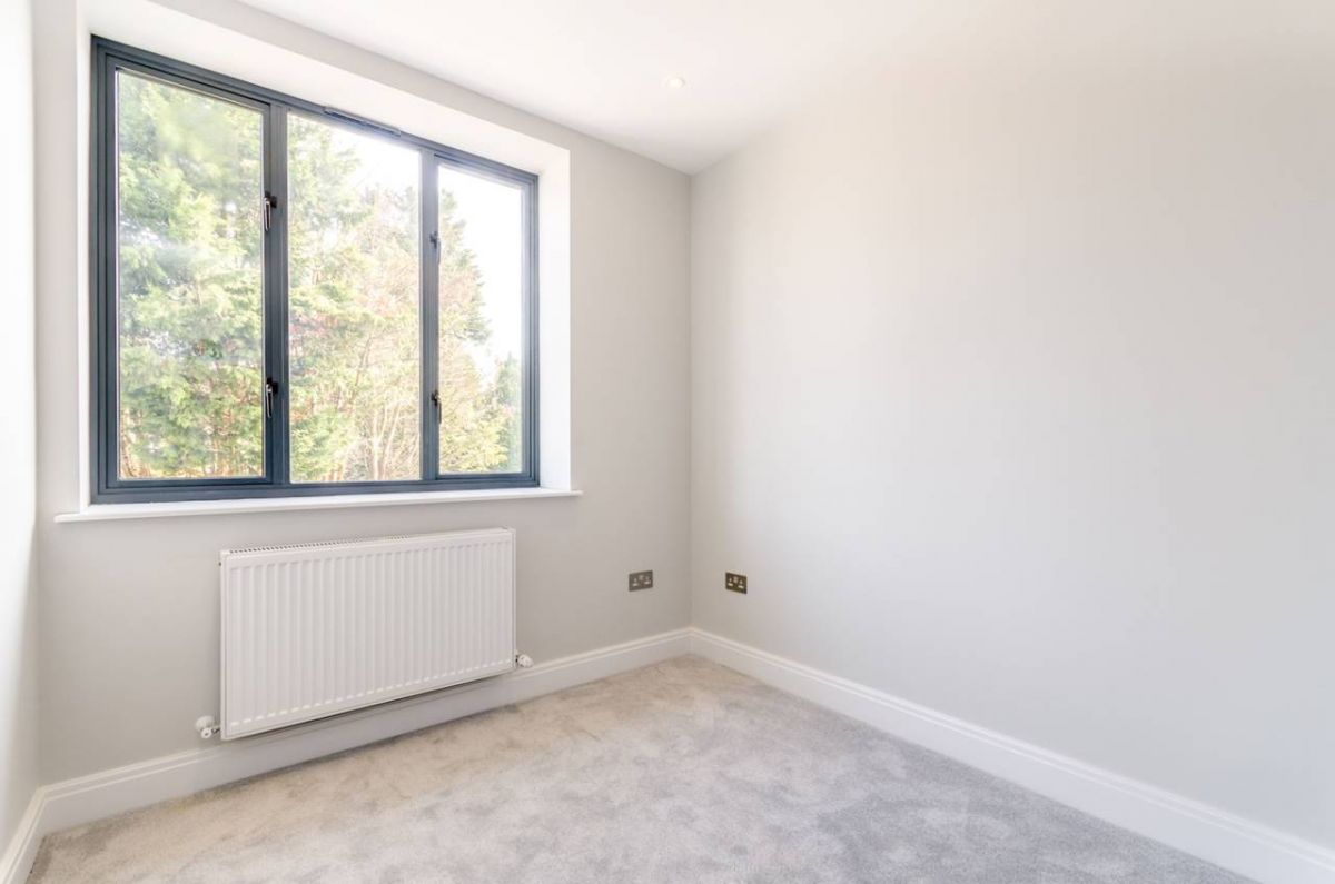 2 Bedroom Flat for sale in South Norwood, Whitworth Road