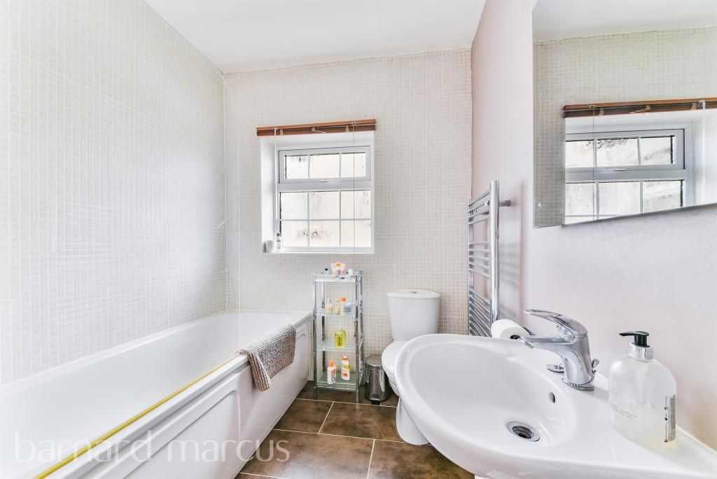 3 Bedroom Flat for sale in Croydon, Melville Avenue