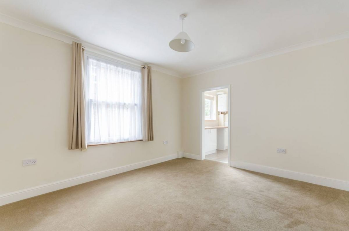 4 Bedroom House for sale in Kingston Upon Thames, Church Road