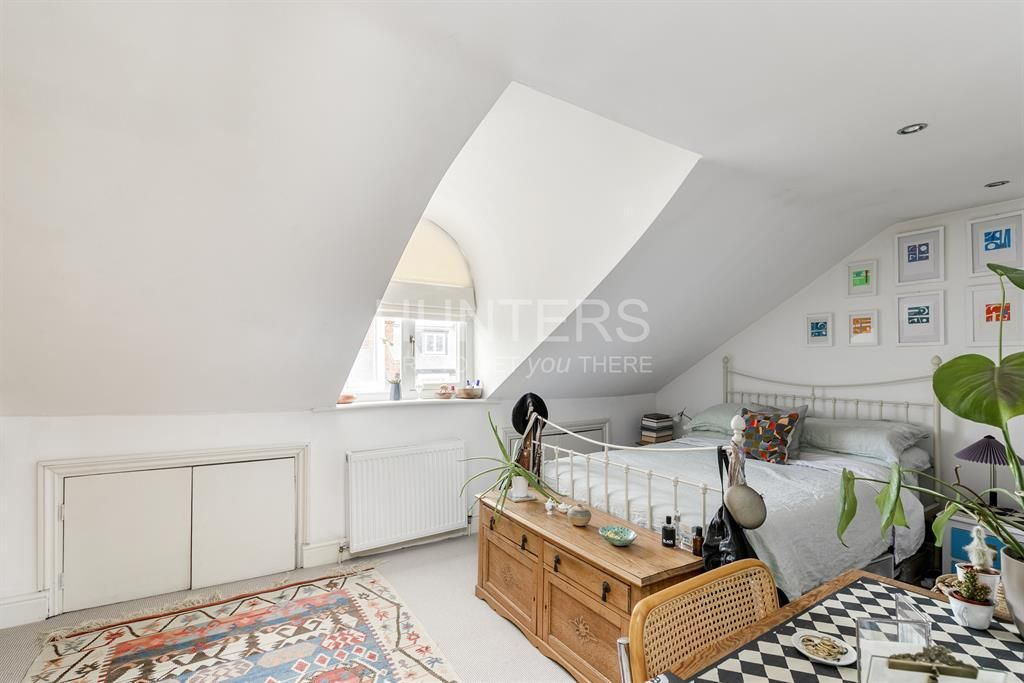 2 Bedroom Flat for sale in Roseville, Iverson Road