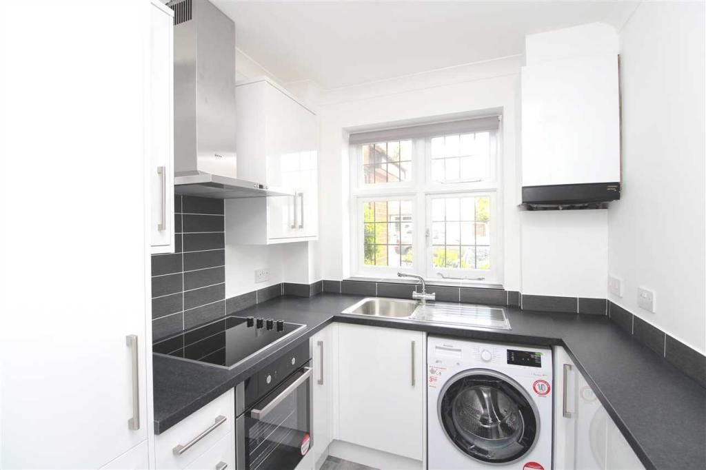 2 Bedroom Apartment to rent in Leigh On Sea, Leigh on Sea