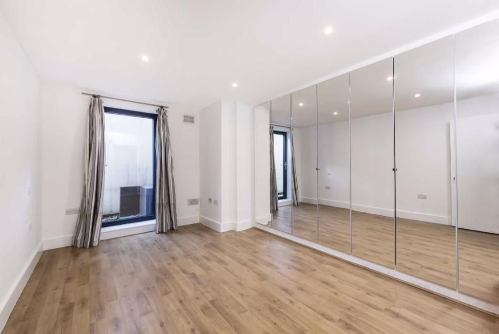 2 Bedroom Flat to rent in Clapham, Kings Avenue