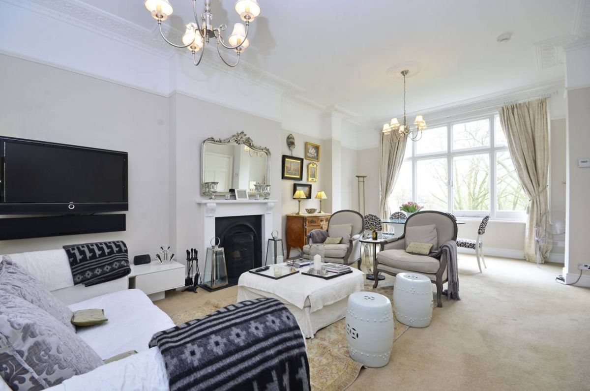 3 Bedroom Flat for sale in Hampstead, Frognal Lane