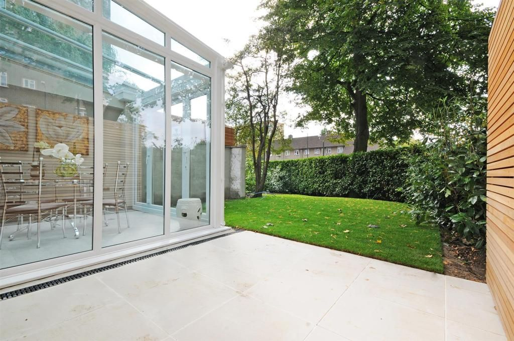 4 Bedroom Detached to rent in St Johns Wood, Court Close