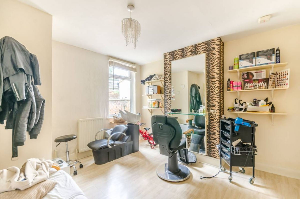 3 Bedroom House for sale in Croydon, Selsdon Road