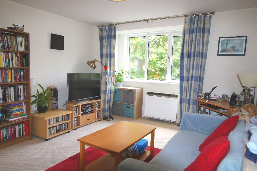 1 Bedroom Flat for sale in Cricklewood, Station Parade