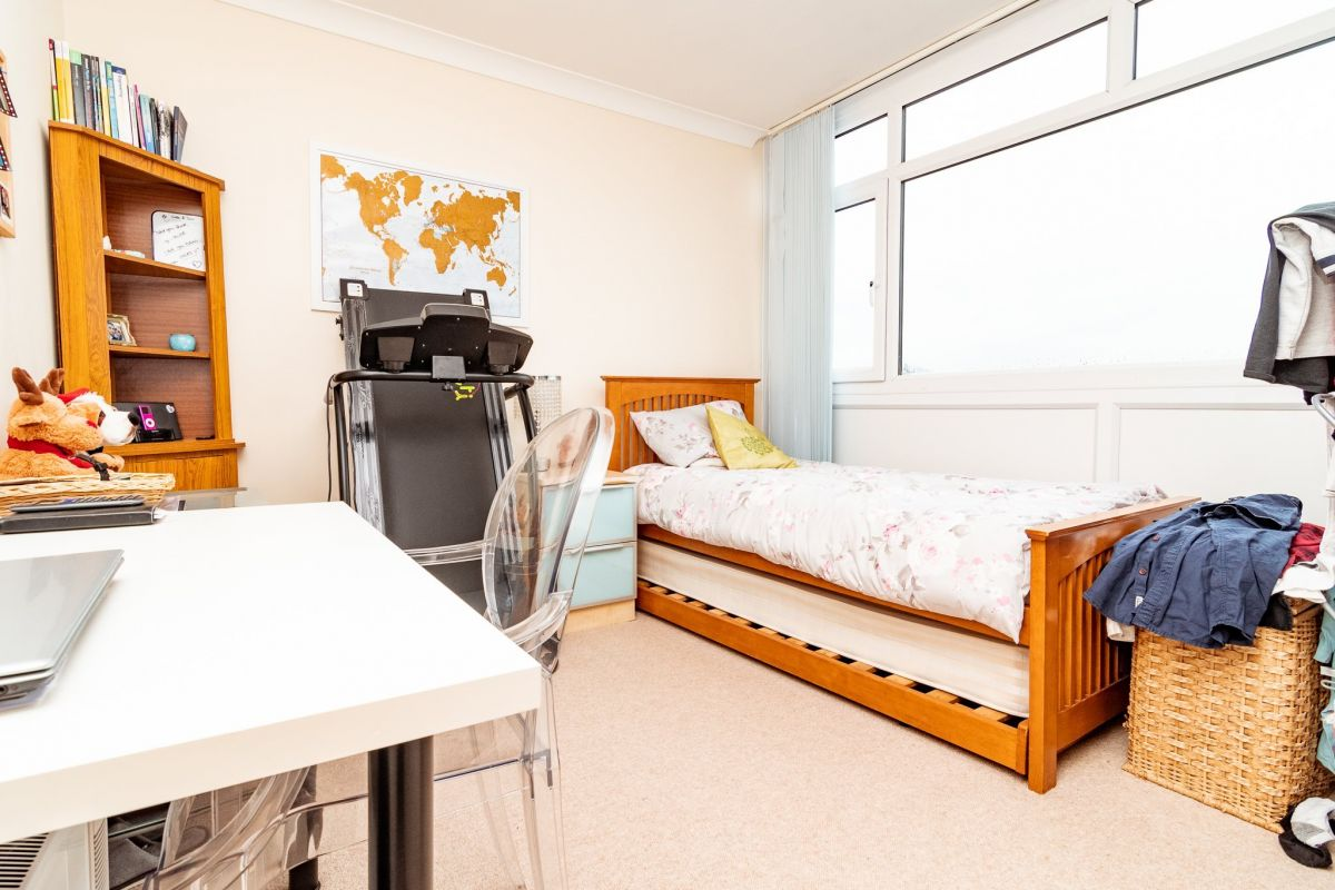 2 Bedroom Flat to rent in Bournemouth, Admirals Walk