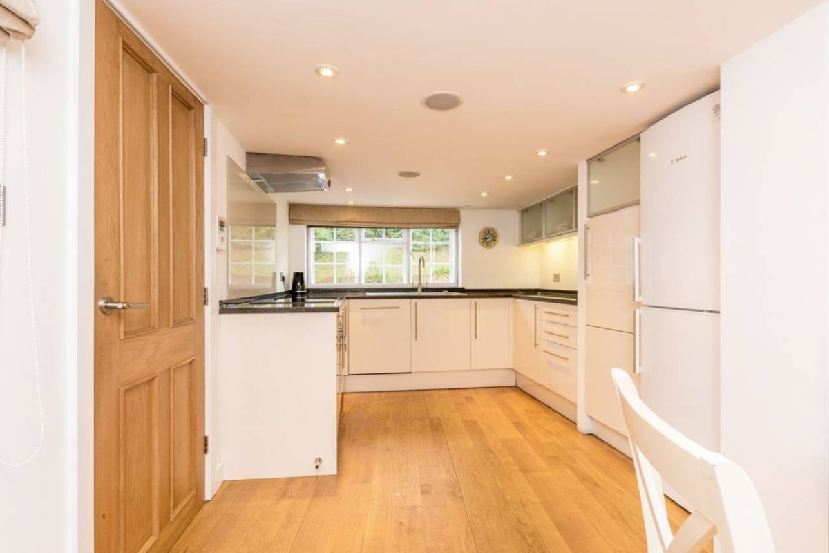 2 Bedroom Maisonette to rent in Guildford, Castle Street