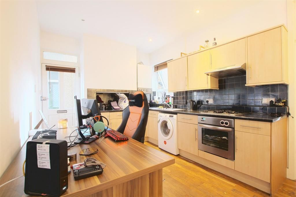 1 Bedroom Flat to rent in Chiswick, Florence Road