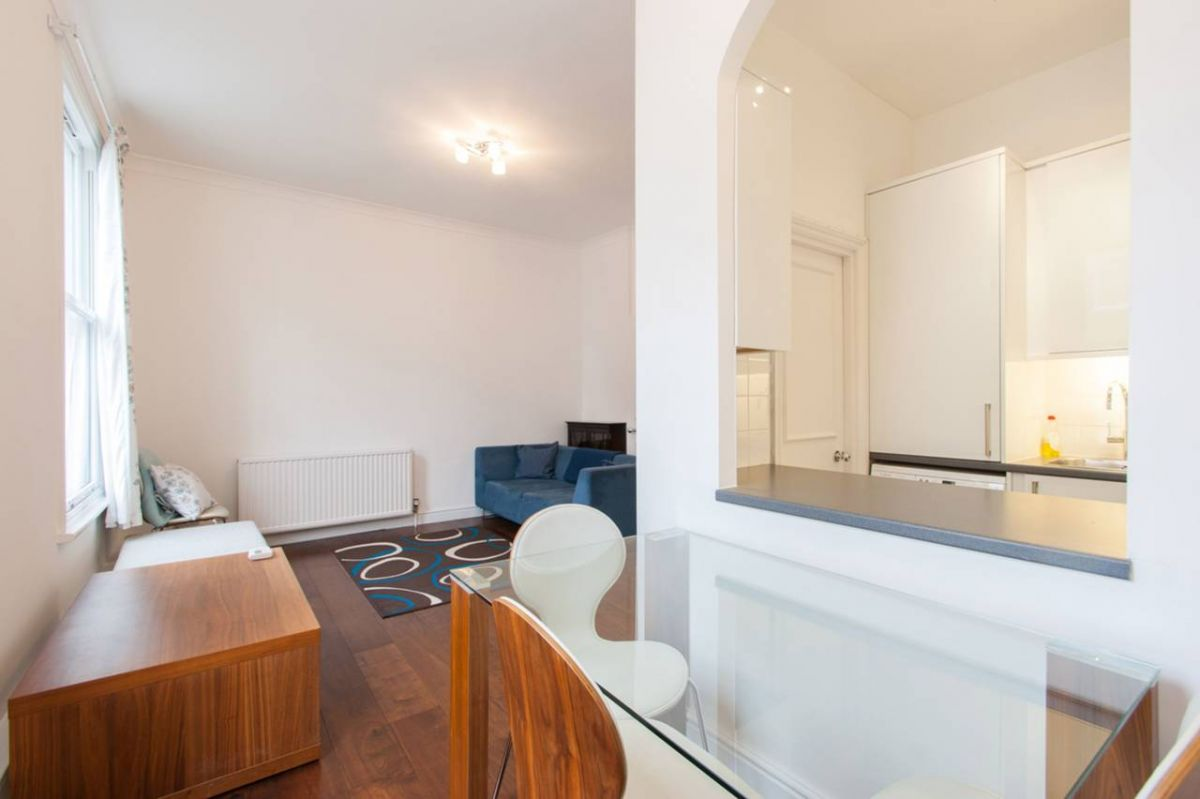 2 Bedroom Flat to rent in West Kensington, Hofland Road