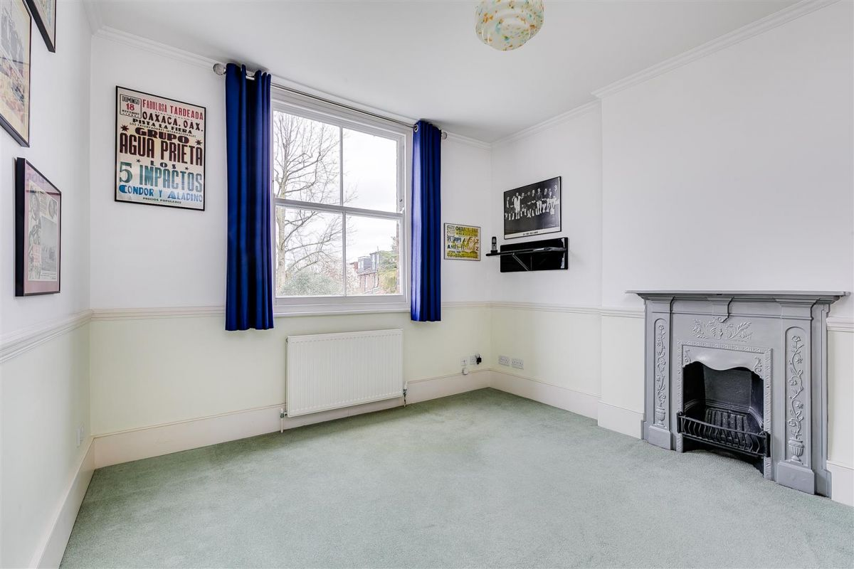 3 Bedroom Terraced for sale in Chiswick, Grove Park Road