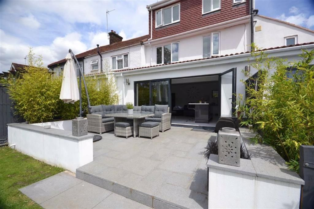5 Bedroom End of Terrace for sale in Boreham Wood, Whitehouse Avenue