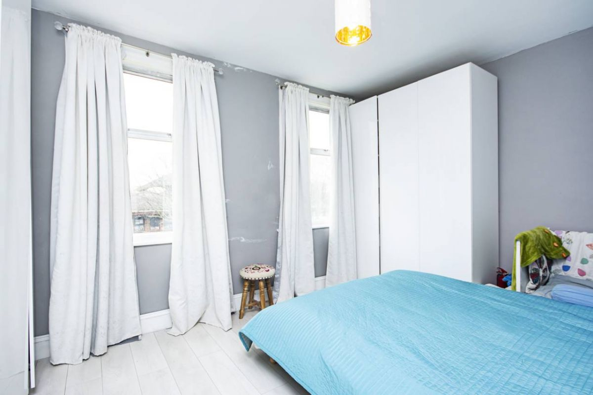 2 Bedroom House for sale in Plaistow, Eastern Road