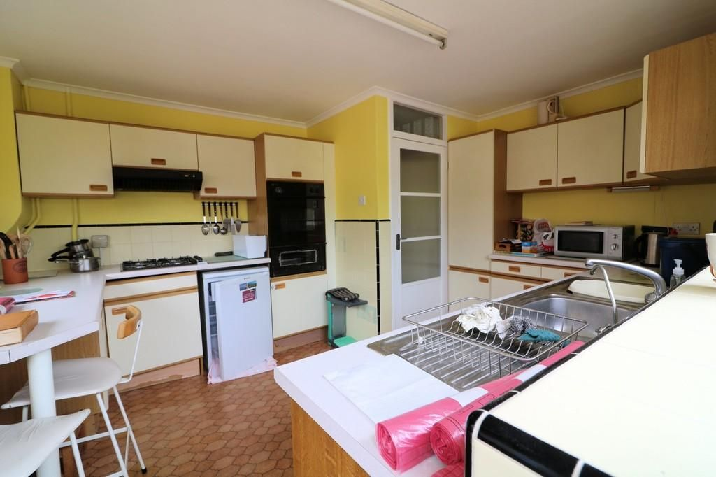 2 Bedroom Detached Bungalow for sale in Southend On Sea, Chadacre Road