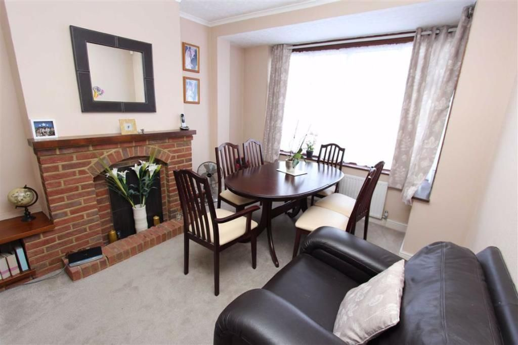 3 Bedroom Semi-Detached for sale in Chingford, Daphne Gardens