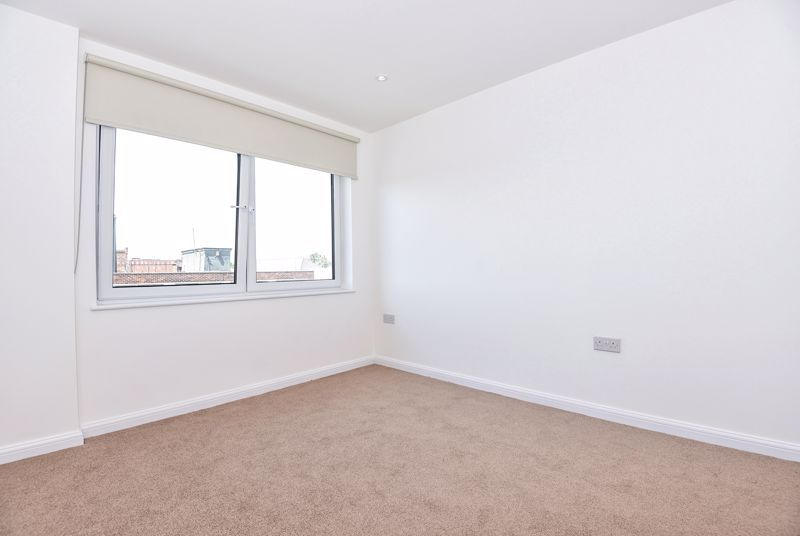 1 Bedroom Flat for sale in Slough, Stoke Road