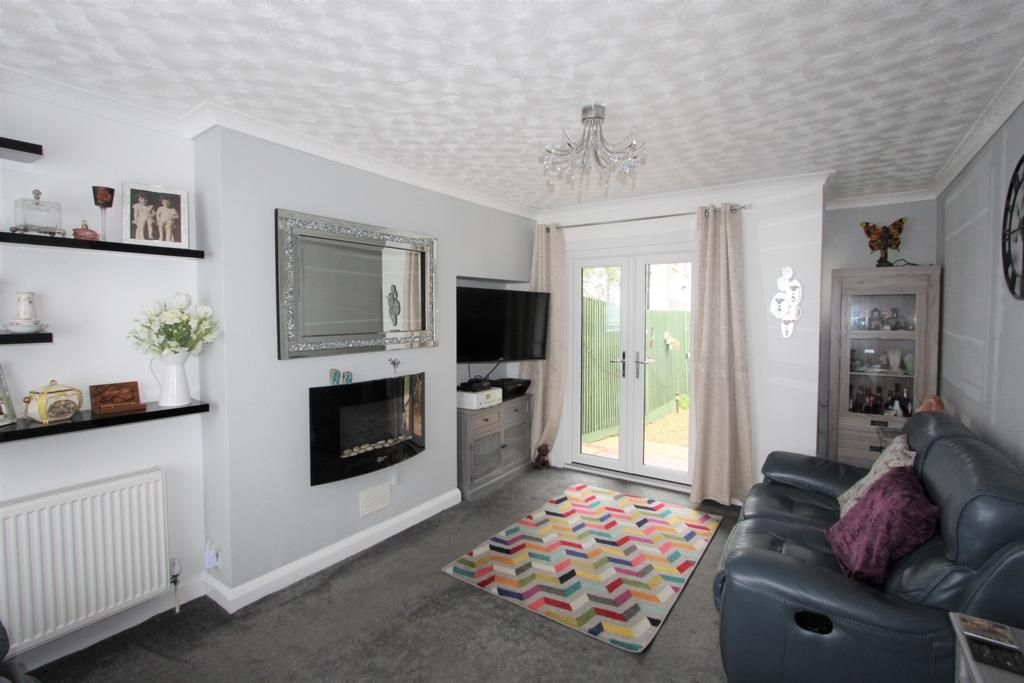 2 Bedroom Semi-Detached for sale in Croydon, Mardell Road