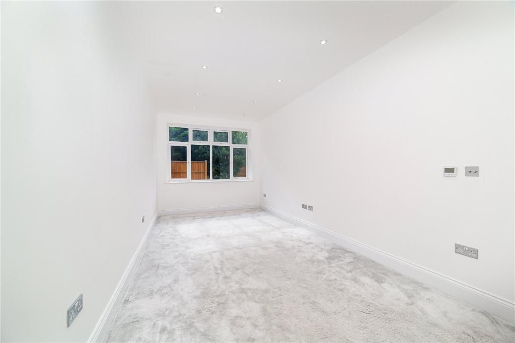 3 Bedroom Apartment for sale in Cricklewood, Chatsworth Road