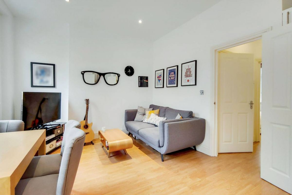 1 Bedroom Flat for sale in Holloway, Axminster Road