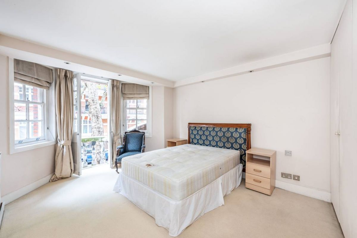 3 Bedroom Flat for sale in Chelsea, Draycott Avenue