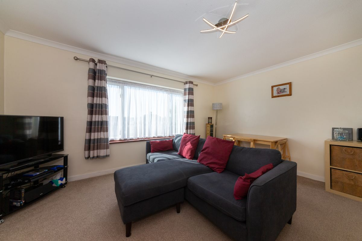 2 Bedroom Flat for sale in Ware, Cozens Road